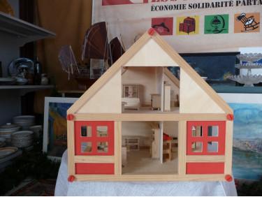 Maison de poupée bois avec mobilier